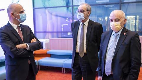 Bundesrat Alain Berset, BundespräsidentGuy Parmelin und Bundesrat Ueli Maurer (von links). (Alessandro Della Valle / KEYSTONE)
