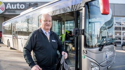 Matthias Kempter vor einem Bus der Auto AG Rothenburg. (Bild: Nadia Schärli (Rothenburg, 17. Februar 2021 ))