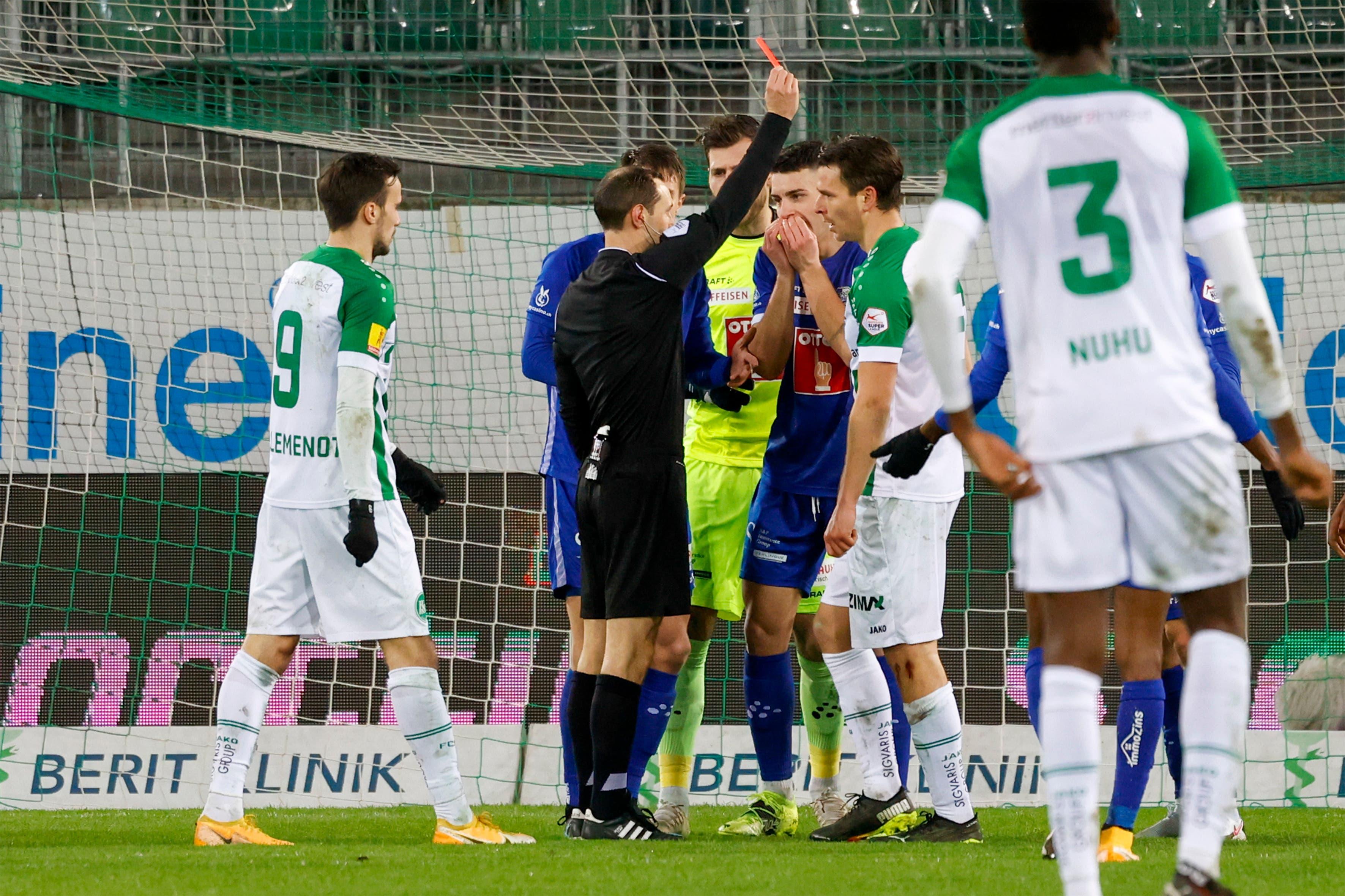 Die beiden Mannschaften lieferten sich ein umkämpftes Spiel. Schiedsrichter Stefan Horisberger zückte einige Male die Gelbe Karte und einer sah sogar Rot: Luzerns Verteidiger Martin Frydek.