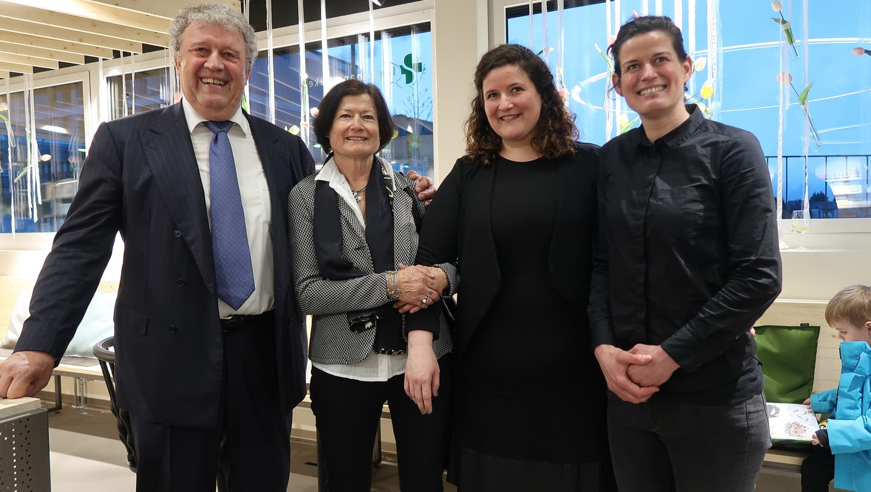 Linden Apotheke: Andreas Brunner, seine Frau Katharina und die Töchter Isabelle und Marisa, die auch ins Geschäft eingestiegen sind. (Raphael Nadler)