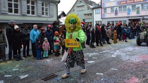 150 Fasnächtler gingen am Samstag trotz Corona auf die Strasse – sie wollte sich die Tradition nicht entgehen lassen. (Archivbild:KarinErni)