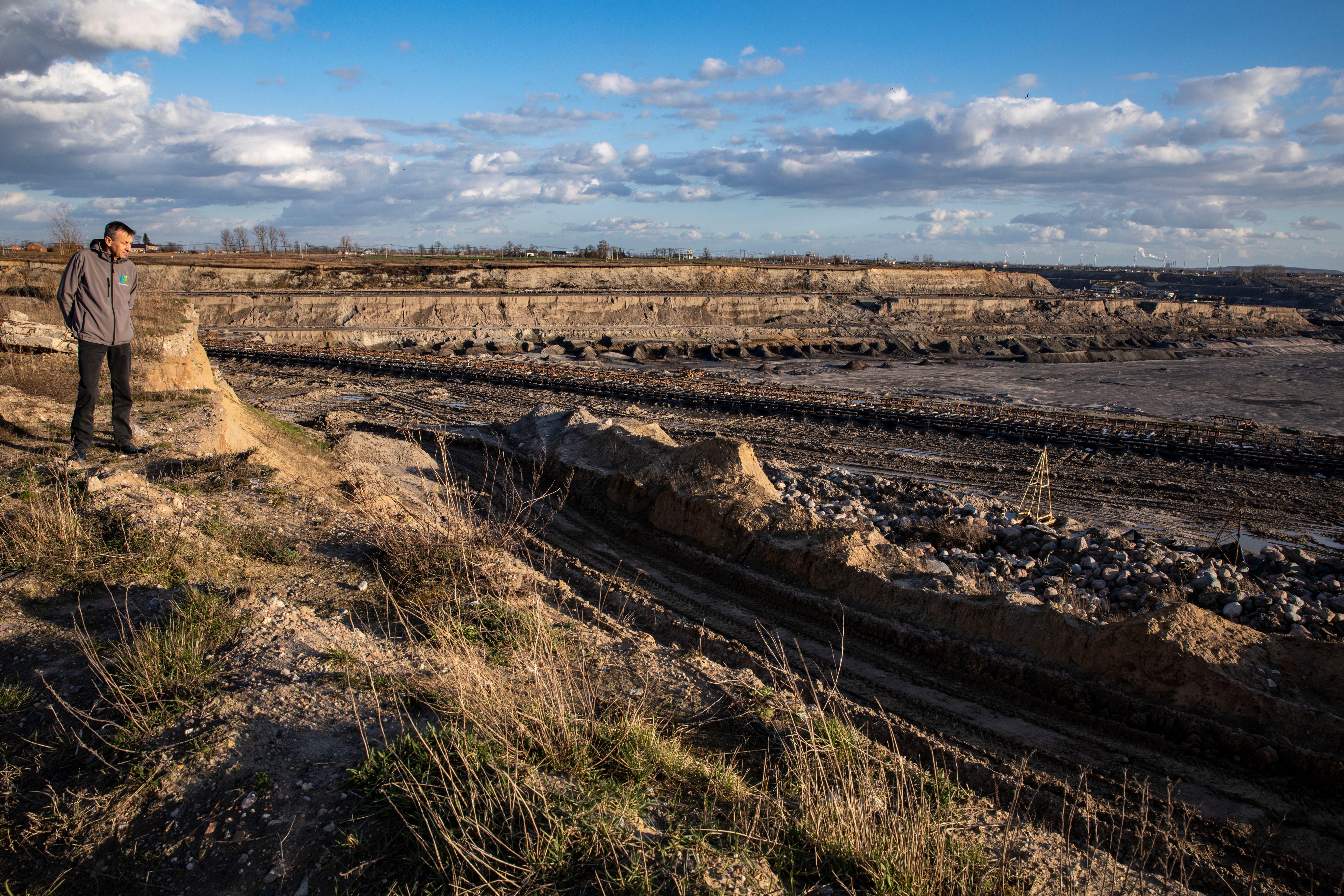 Wegen der Tagebaumine von Konin in Polen verschwinden Seen.