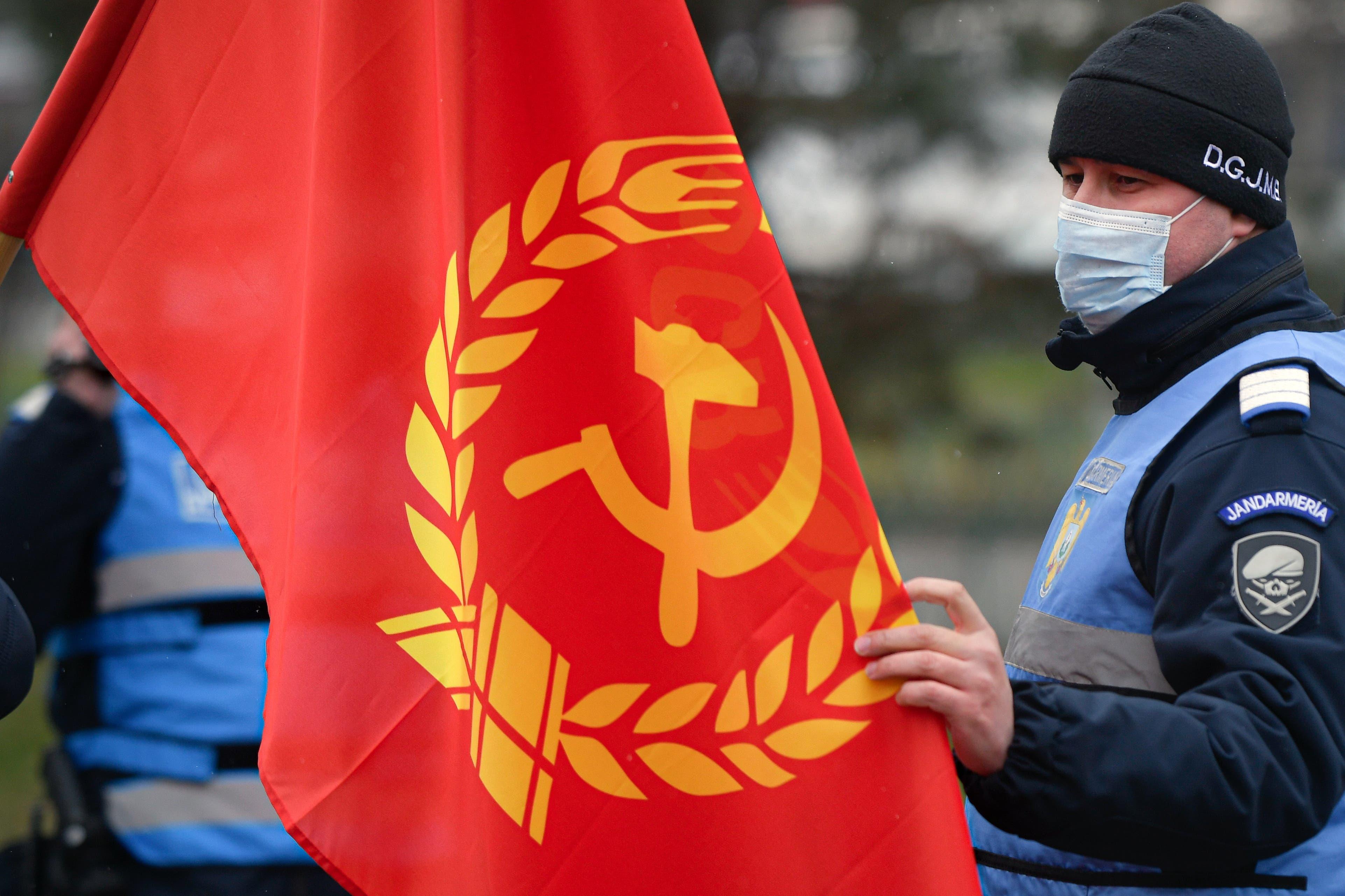 Bei Protesten sieht man in Rumänien auch heute noch die Flagge der Kommunisten.