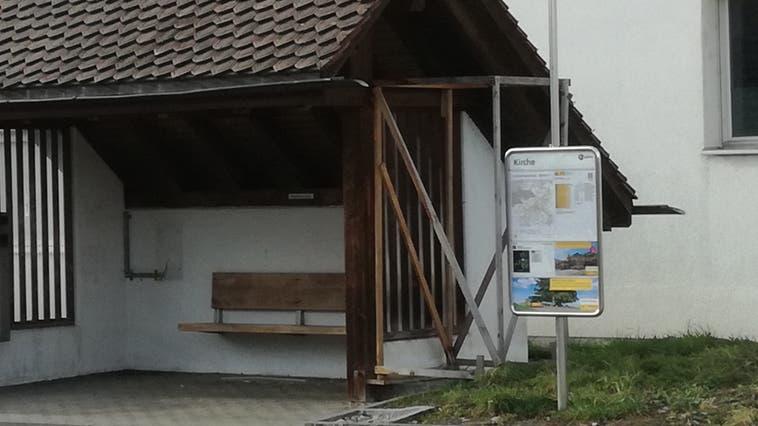 Das Profil für den Selecta-Automaten steht rechts am Bushäuschen bei der Haltestelle Kirche Umiken. (Bild: cm (16. Februar 2021))