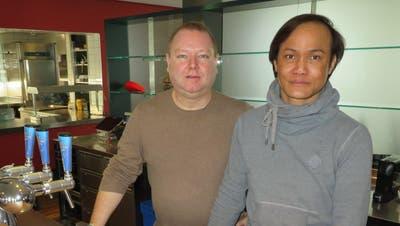 Peter Eichenberger (links) und Piyawat Prommee haben das neue Restaurant Lemon-Chili in Bremgarten im August 2020 eröffnet. (Marc Ribolla)