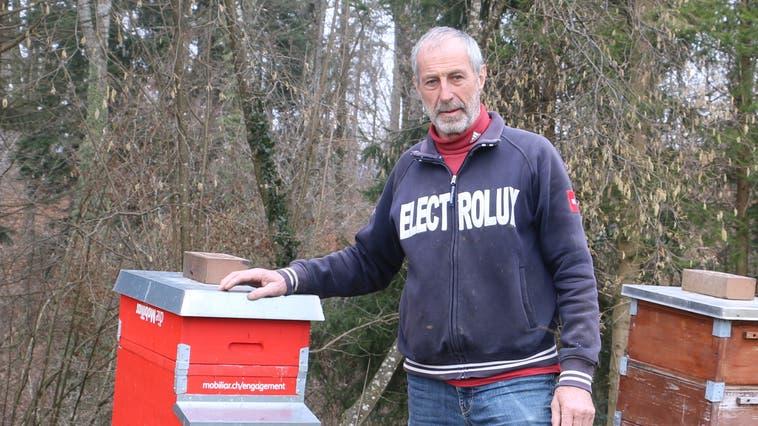Ruedi Heusser vom Imkerverein Fricktal hofft für die anstehende Honigsaison auf Wetterglück. (Bild: Dennis Kalt (19. Februar 2021))