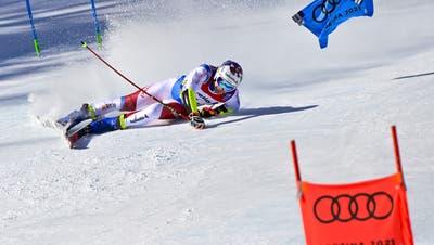 Der Medaillentraum von Marco Odermatt endet im Schnee. (Jean-Christophe Bott / KEYSTONE)