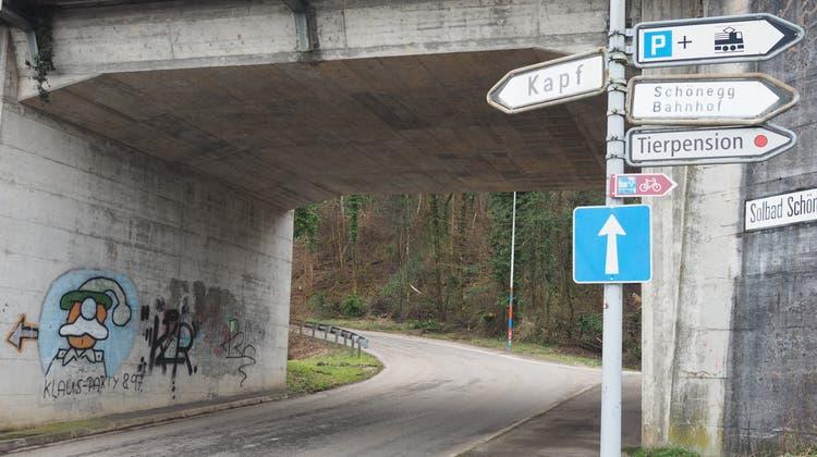 Der Schulweg der Schüler der HPS entlang der Kapfstrasse in Mumpf soll sicherer werden. (Hans Christof Wagner  / Aargauer Zeitung)