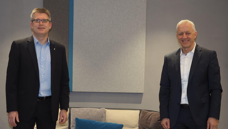 Marc Jäger, der Vorsitzende der Bankleitung (links), und Erwin Schwarb, Präsident des Verwaltungsrates der Raiffeisenbank Regio Frick-Mettauertal, präsentierten die Zahlen für 2020. (Hans Christof Wagner / Aargauer Zeitung)