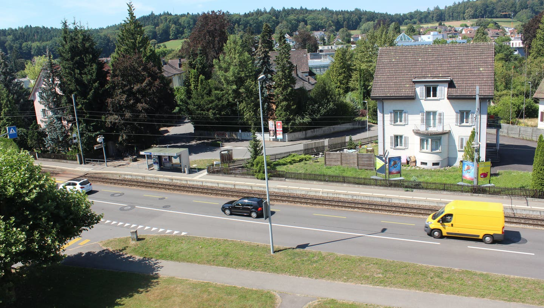 Der Motorradfahrer war auf der Entfelderstrasse 30 km/h zu schnell. (Nadja Rohner)