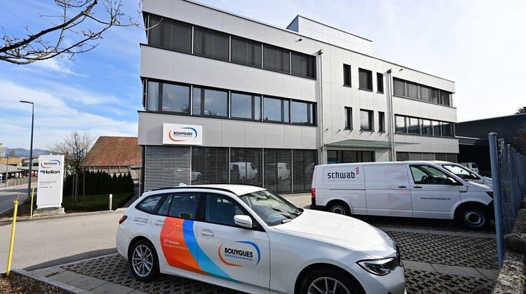 Das bestehende Bouygues-Gebäude am Rötzmattweg 115 soll aufgestockt und eine Fotovoltaikanlage erhalten. (Bruno Kissling)
