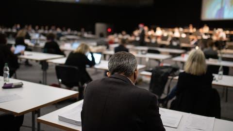 Das Stadtparlament tagt pandemiebedingt wieder in der Olma-Halle 2.1 statt im Waaghaus. (Bild: Benjamin Manser)