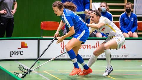 Ada Hök (am Ball) und Co. sind so gut klassiert wie lange nicht mehr. (Bild: Christian H. Hildebrand (Zug, 13. Februar 2021))