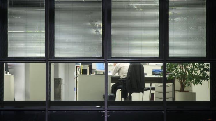 Im temporären Arbeitsmarkt stehen die Segel auf halbmast: Arbeitswillige gäbe es genug, doch den Arbeitsvermittlungsbüros fehlen die temporären Arbeitsstellen. (Oberhaeuser / imago stock&people)