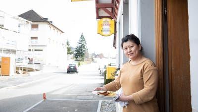 Routiers-Suisse-Beizen bedienen Chauffeure als Kantinen. Eine davon ist das Bahnhöfli in Triengen. Im Bild: WirtinYisi Qui Petruch. (Bild: Manuela Jans-Koch (triengen, 18. Februar 2021))