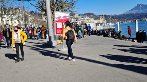 Menschenmassen entlang der Seepromenade. (Bilder: PD)