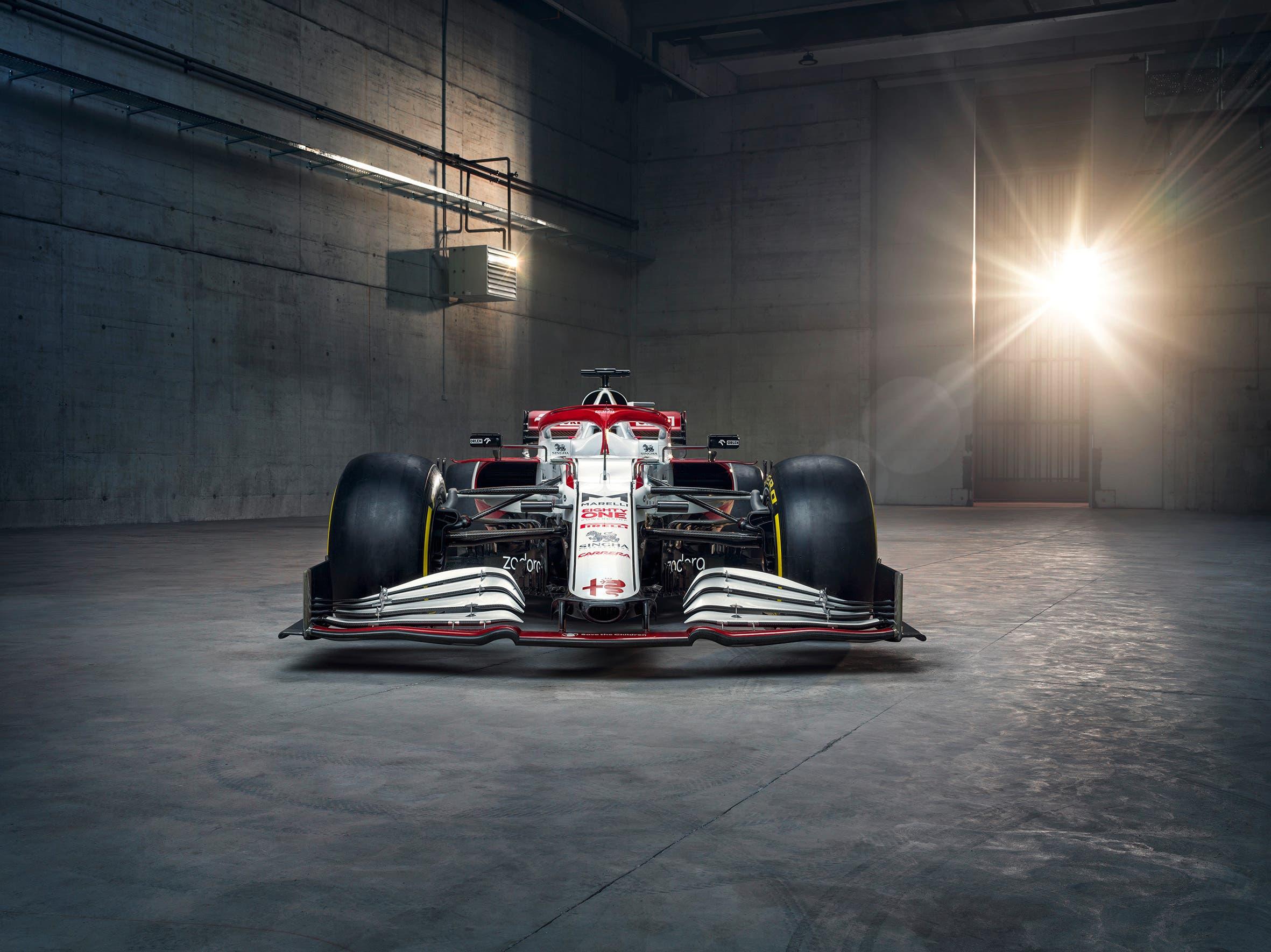 Unter der Karosserie wartet ein neuer Ferrari-Motor auf Kimi Räikkönen und Antonio Giovinazzi.