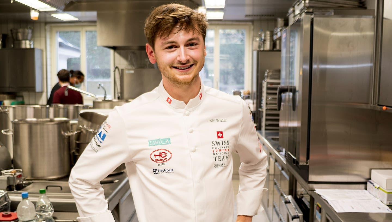 Der «Commis de Cuisine»Tom Walter aus Aarau in der «Stucki»-Küche auf dem Basler Bruderholz. (Kenneth Nars)