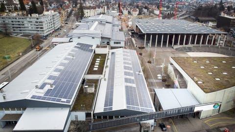 Die Dächer der Olmahallen sind mit Solaranlagen bestückt. (Bild: Ralph Ribi)