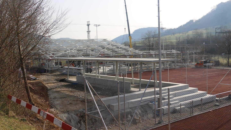 Alles neu: Der Tennisclub Frick realisiert auf seiner Anlage am Juraweg vier neue Aussenplätze sowie eine Tennishalle mit drei Plätzen. (Dennis Kalt / Aargauer Zeitung)