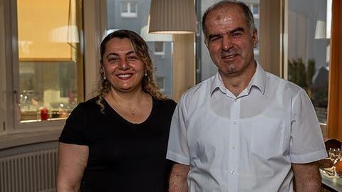 """Das Wirtepaar Eylem und Ahmed Sengül führt das """"Pöstli"""" seit 2014. (Solenthaler Photography)"""