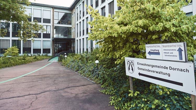 Die provisorische Gemeindeverwaltung von Dornach geht ins Geld. (Roland Schmid)