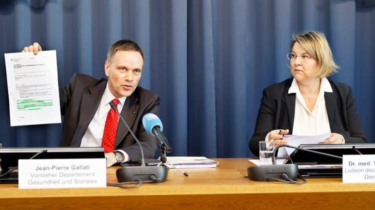 Gesundheitsdirektor Jean-Pierre Gallatiund Kantonsärztin Yvonne Hummel. (Andre Albrecht)