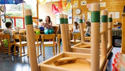 Kindergärtnerin Anja Schmid unterrichtet im Kindergarten Zielacker während des ersten Lockdowns nur noch wenige Kinder. (Bild: Donato Caspari(Frauenfeld,21. April 2020))