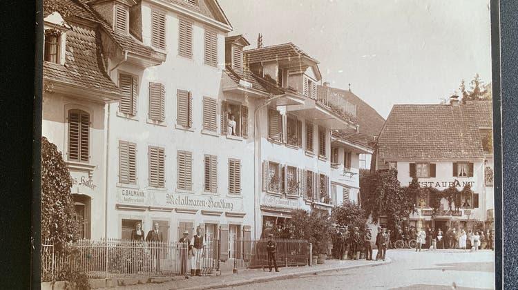 Aufnahme der Aavorstadt aus dem Jahre 1902. Links, im Bild angeschnitten, die Bäckerei Haller. Anstelle der Metallwarenhandlung wird später die neue Bäckerei gebaut. (Zvg)