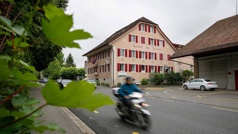 Menziken, 19.5.2015 - Das Restaurant Sternen an der Hauptstrasse in Menziken AG schliesst seinen Betrieb Ende Mai. Bild: Mischa Christen (Mischa Christen / AAR)