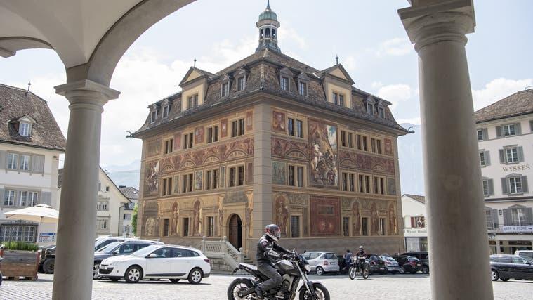 Schwarz statt rot: Der Kanton Schwyz schliesst das Jahr 2020 deutlich besser ab als erwartet. (Keystone)