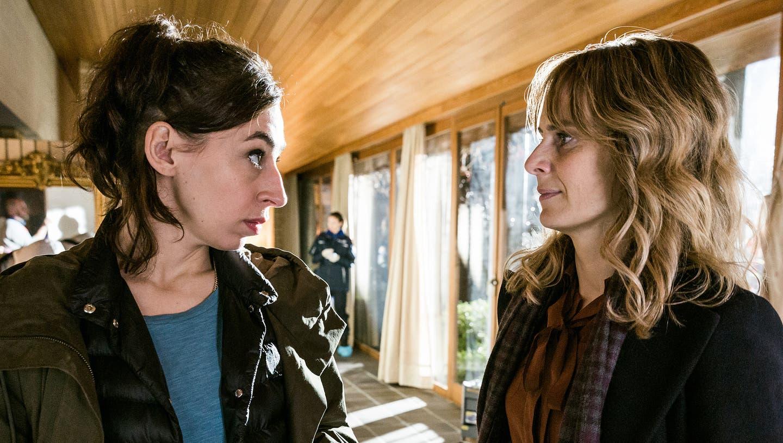 Da ist noch Luft nach oben: Die Ermittlerinnen Tessa Ott (Carol Schuler) und Isabelle Grandjean (Anna Pieri Zuercher). (Bild: SRF/Sava Hlavacek)