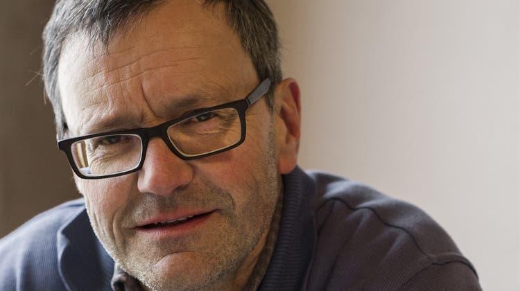 Der Schriftsteller Leo Tuor erhält den mit 30'000 Franken dotierten Bündner Kulturpreis 2021 verliehen. (AyseYavas/HO)