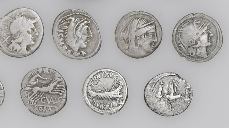 Die 23 Silber- und Bronzemünzen aus keltischer und römischer Zeit sind über 2000 Jahre alt. (Bild: Res Eichenberger/PD)