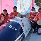 Nur vom Juniorenweltmeister besiegt: Das Viererbob-Team mit (von links) Pilot Michael Kuonen sowie den Anschiebern Marco Tanner, Sandro Ferrari und Marco Dörig. (Bild: Yves Solenthaler)