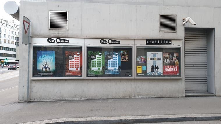 Die Plakatwand des Kinos Bourbaki ist zurzeit spärlich bestückt. (Bild: Simon Mathis (Luzern, 26. Februar 2021))