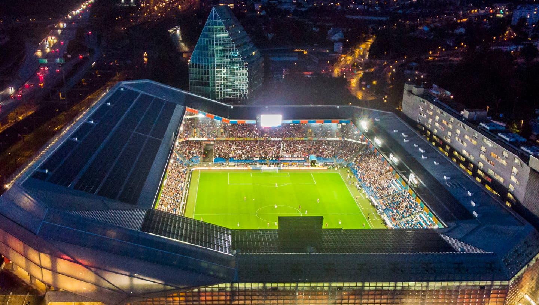 Der zu Champions-League-Abendenden schillernde St. Jakob-Park ist nach 20 Jahren etwas marode geworden. (Freshfocus)