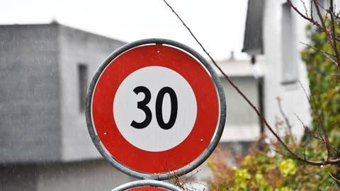 Recherswil will eventuell Tempo 30 im Dorf einführen. (Donato Caspari)
