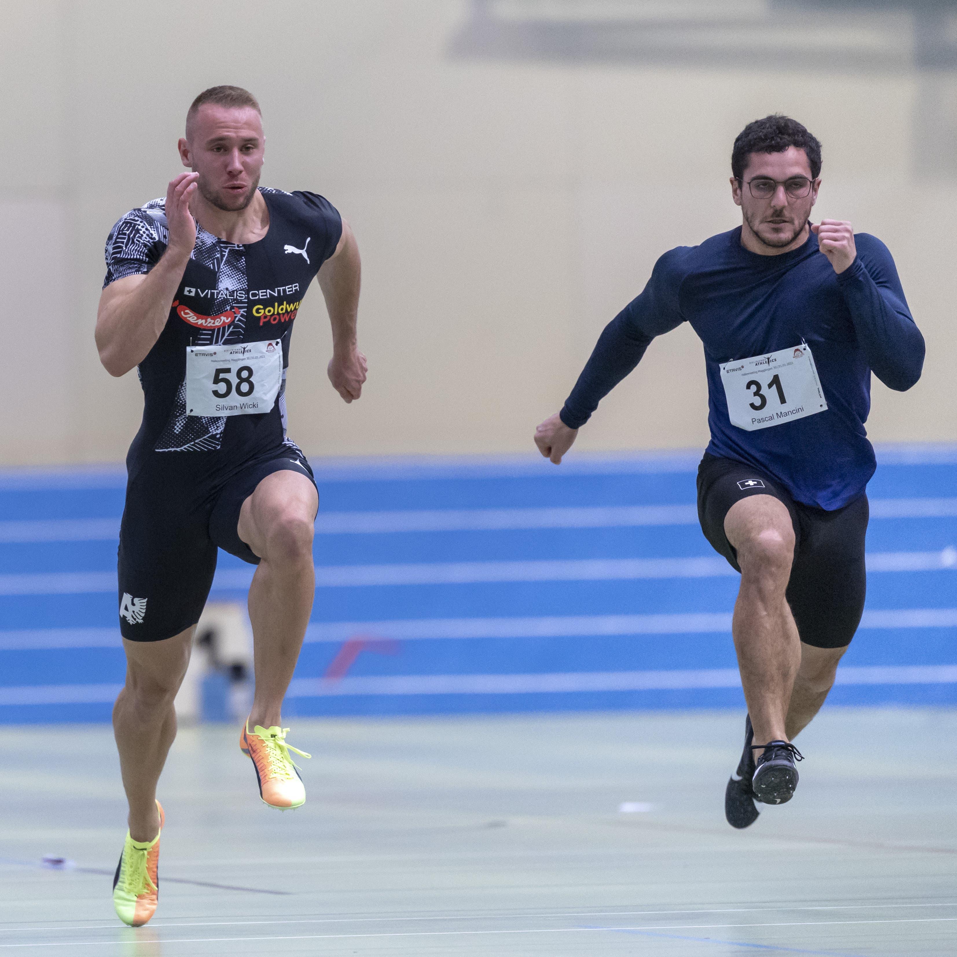 Silvan Wicki (links) und Pascal Mancini (rechts) beim Rennen über 60 Meter des Hallenmeetings in Magglingen am 30. Januar 2021.