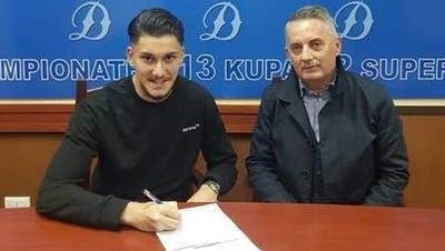 «Es ist der Hammer»: Anis Mrsicauf dem Trainingsgelände von Dinamo Tirana. (Bild: zvg)