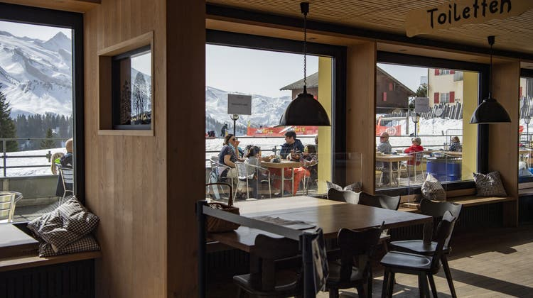 Die Terrasse eines Bergrestaurants im Skigebiet Klewenalp. (Bild: Keystone)