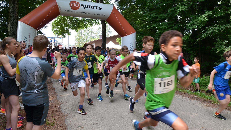 Der beliebte Lauf rund um den Friedensbaum fand 2019 letztmals statt. (Christian Breitschmid (19. Mai 2018))