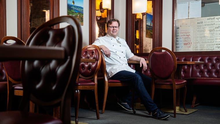 Konditor und Literat Thomas Brändle will sein Café regelmässig zur Lesebühne machen. (Bild: Stefan Kaiser (Unterägeri, 26. Februar 2021))
