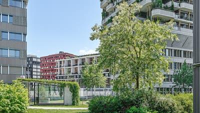 Auf dem gesamten Suurstoffi-Areal wird nebst der qualitativ hochwertigen Architektur auch den Aussenräumen grosse Beachtung geschenkt. (Bild: Roger Frei)