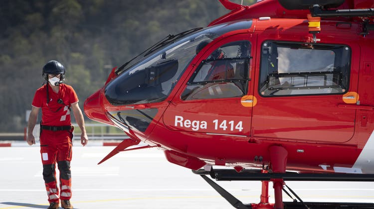 Ein Rega-Helikopter fand mittels Wärmebildkamera ein 5-jähriges Mädchen. (Keystone)