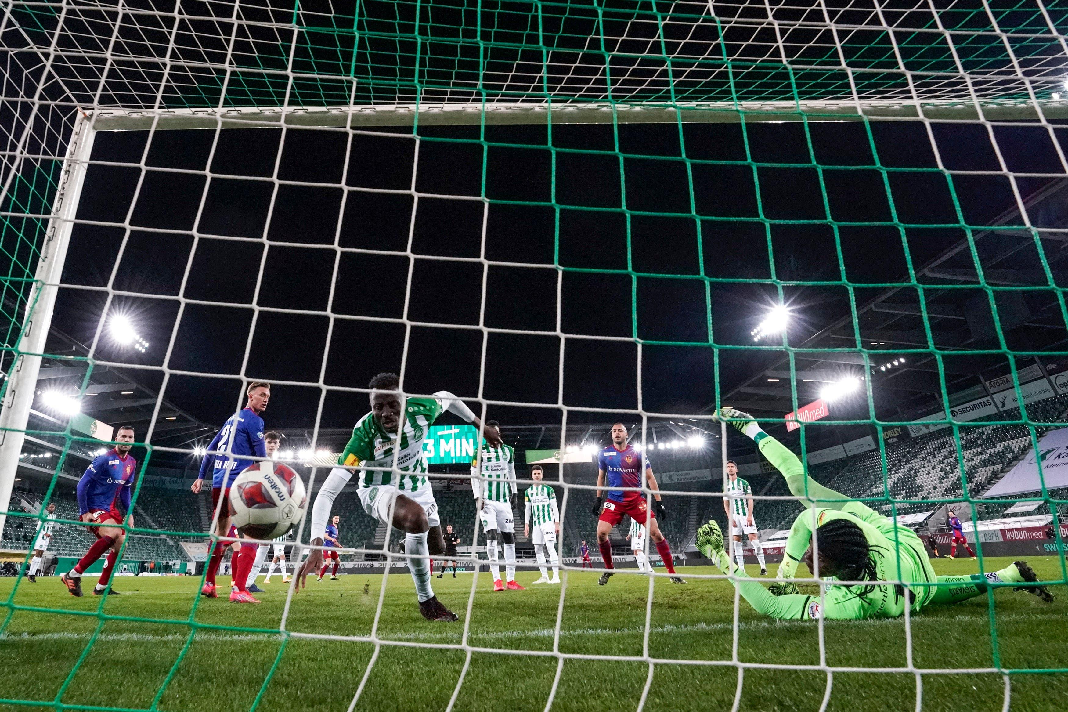 Der Treffer von Arthur Cabral kommt in der Nachspielzeit zu spät.