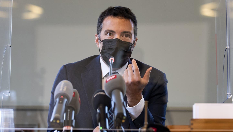 Andrea Caroni, Präsident der Gerichtskommission,während einer Medienkonferenz vom Mittwoch in Bern. (Bild: Peter Klaunzer/KEYSTONE)