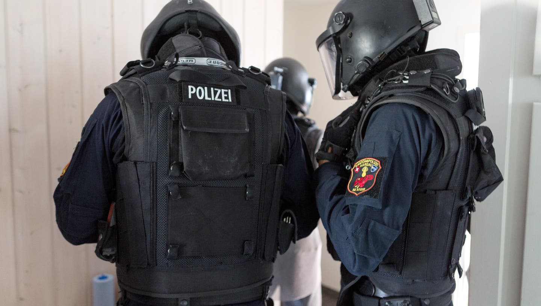 Eine Spezialeinheit der Polizei und auch die Fachstelle der Schweizer Armee für Kampfmittelbeseitigung und Minenräumungstanden im Einsatz. (Symbolbild) (Sandra Ardizzone)