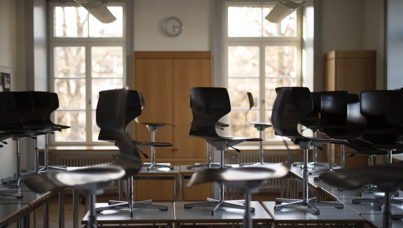 Zwei Schulklassen aus Geroldswil mussten sich in Quarantäne begeben und nahmen per Fernunterricht am Schulalltag teil. (Bild: Gian Ehrenzeller)