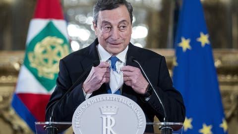 Er soll Italien aus der Krise führen: Ex-EZB-Chef Mario Draghi. (Roberto Monaldo / AP)